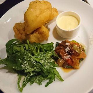 カサゴのフリット カポナータとセルバチコのサラダ(カフェ・ミケランジェロ (caffe Michelangelo))