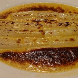 フランス産ホワイトアスパラガスのグラタン(オー プティ ブション (Au Petit Bouchon))