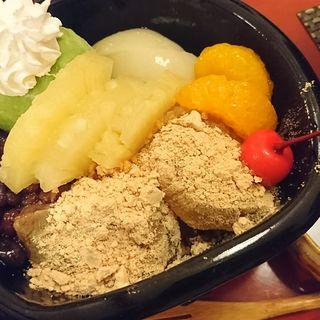 抹茶クリームあんみつ(町家カフェ 太郎茶屋鎌倉)