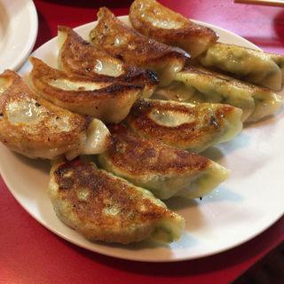 焼餃子と焼ニラ餃子(餃子の店 蘭州 (ぎょうざのみせ らんしゅう))
