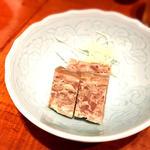 豚スネ肉の塩漬けとフォアグラのテリーヌ 鎮江風