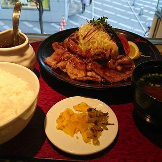 黒豚の生姜焼きセット(遊食豚彩 いちにいさん 日比谷店 (【旧店名】 遊食菜彩 いちにいさん))