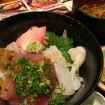 海鮮三味丼(虎連坊 大手町店 (とられんぼう))