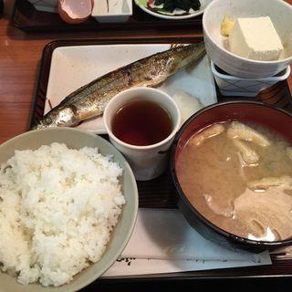 豚汁と焼魚セット(玉乃光酒蔵 山田錦店 (たまのひかりしゅぞう やまだにしきてん))