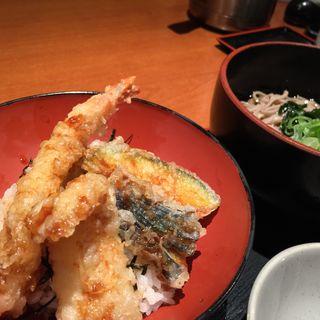 天丼と冷たい蕎麦のセット(素材屋 大手町ビル店 (ソザイヤ))