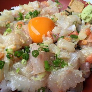 活貝活魚五種なめろう丼(漁師料理たてやま )