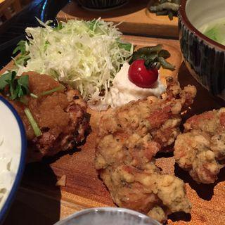 〈丸の内限定〉炭焼鶏ハンバーグとスパイス鶏唐揚げ(おでん・かしみん )
