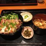 鶏もも肉の塩麹焼き丼とかき揚げ冷やしうどんのセット(虎連坊 大手町店 (とられんぼう))