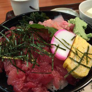 鉄火丼と豚汁セット(玉乃光酒蔵 山田錦店 (たまのひかりしゅぞう やまだにしきてん))