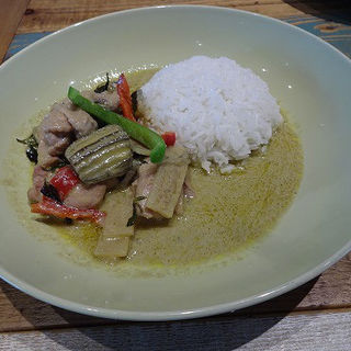 ランチセット  ゲーンキオワーンガイ(鶏肉入りグリーンカレー)(ブルー パパイア タイランド)