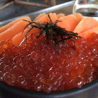 鮭の親子丼(喰い処 鮭番屋 (しゃけばんや))