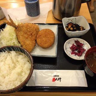 鯵フライとコロッケ定食(魚八&串八珍 大手町ファーストスクエア店 )