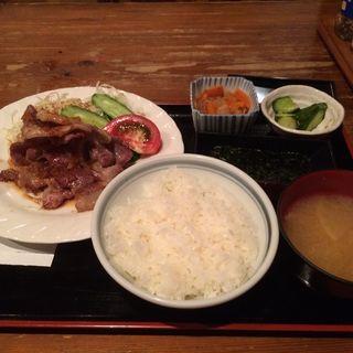 豚の生姜焼き定食(大手町 とら八 (おおてまち とらはち))