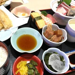 まんぷく定食(ここも 空港通り店 )