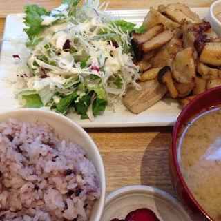 鶏とエリンギの炙り焼き ゆず味曽ソース定食(さち福やCAFE 汐留シティセンター店 )