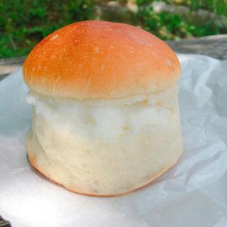 美山牛乳を使ったミルククリーム(カメオカハサムコッペパン )