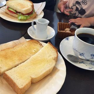 バタートーストセット(モーニング)(Cafe Kuromimi Lapin (カフェ クロミミラパン))