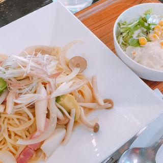 きのことアボカドの和風パスタ(カフェ ローシャ  長久手店 (cafe ROXA))