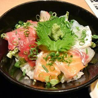 海鮮丼(居酒屋 朝次郎 天神ビル店 (あさじろう))