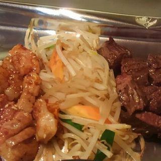 ホルモンとサガリの定食(天神ホルモン 鉄板焼 ソラリアステージ店 )