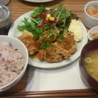 唐揚げランチ -週替わりのソース- (しそわかめ付)(コーデュロイカフェ (CORDUROY cafe))