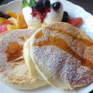 たっぷりフレッシュフルーツ&ベリーのふわふわパンケーキ(カフェデルソル (Cafe del SOL))