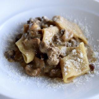 ボンバルドーニ 熟成牛とポルチーニのクリームソース レーズンのアクセント(BIANCA (ビアンカ))