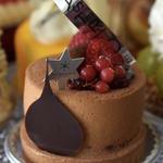 フランス産の栗を使用したマロンムースとコンフィチュールルージュのケーキ