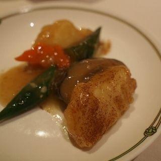 筍と海老のすり身揚げ(中国飯店 富麗華 (チュウゴクハンテンフレイカ))