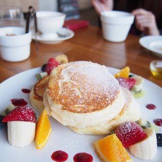 フルーツ&フルーツのパンケーキ(ヨーキーズブランチ (YORKYS BRUNCH))