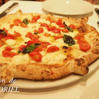 自家製スモークの水牛モッツァレラのマルゲリータ(エ・ピッツェリア・ダ・イーヴォ (Ristorante e Pizzeria da IVO))