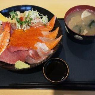 特選海鮮丼(竹)(うみの駅 七のや )