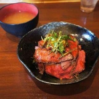 ローストビーフ丼(ミート ヒバチ )