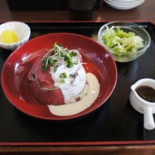 ローストビーフ丼(炭火焼肉 ばた (炭火焼肉 BATA))