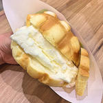焼きたてメロンパンアイス(バニラ)
