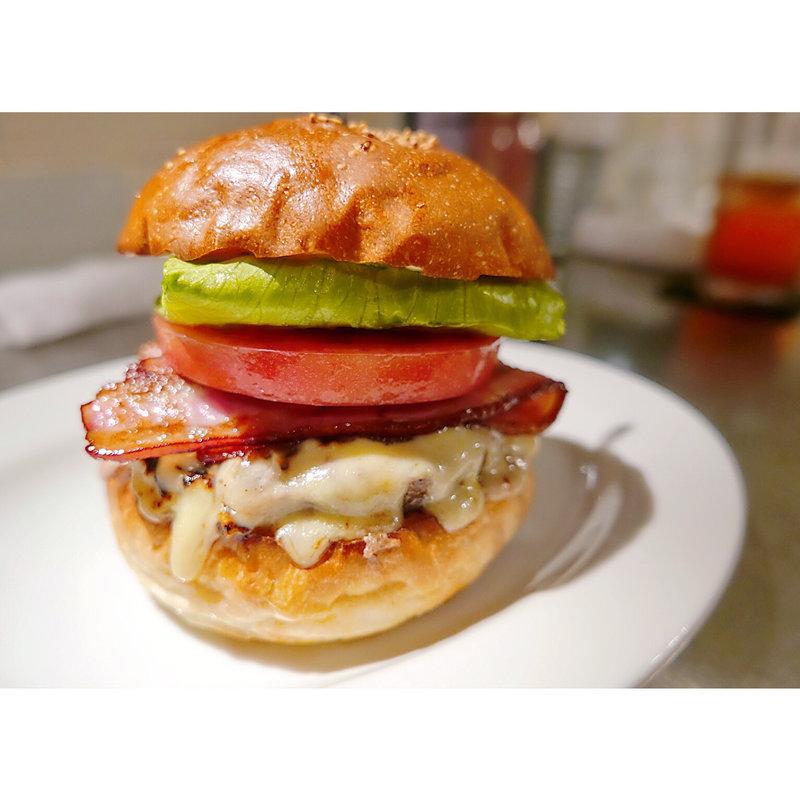 気軽に食べられるハンバーガー!東池袋のメニューはゴージャス!
