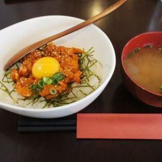 サーモンユッケ丼(ジュゲム (Jugemu))
