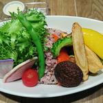栄養もSNS映えも抜群!日本橋で食べられる、彩り豊かで健康的な野菜メニュー7選