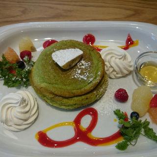 ほうれん草と豆乳生クリームのヴェルデパンケーキ