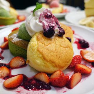 抹茶&プレーンのふわふわスフレパンケーキ(Butter 茶屋町 (バター))