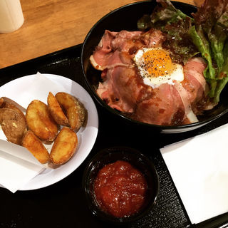 贅沢ローストビーフ丼(全国ご当地グルメ屋台 アリオ亀有店 (ゼンコクゴトウチグルメヤタイ))