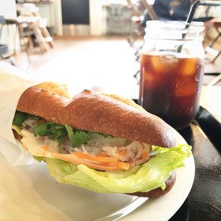 バインミー(ラージサイズ)(3RD CAFE&MORE )