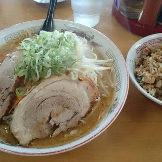 味噌ラーメン(味濃いめ、麺固め、野菜ダブル、メンマ抜き)(八屋 本店 (はちや))
