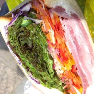 たっぷり野菜とハムの農家サンド(やまびこベーカリー)