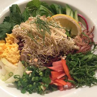 桑茶鶏と15種ハーブのライスサラダ(ゼロ カフェ 渋谷店 (0-zero cafe))