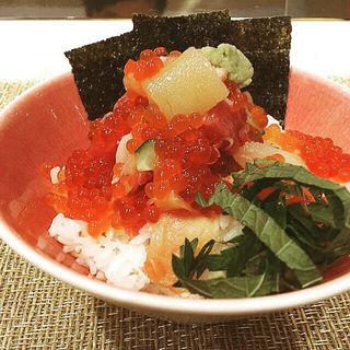 特上海鮮丼いくらのせ(プレミアムレストラン 東京 金のダイニング 鮪金)