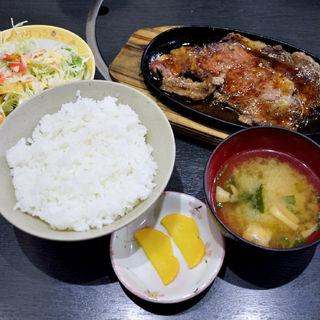 牛ロースステーキ鉄板焼きランチ(焼肉山吉 )