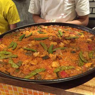 イベリコ生チョリソと鶏肉と夏野菜のパエリア