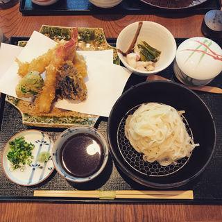 天ぷらと稲庭うどん(天ぷら割烹 うさぎ )