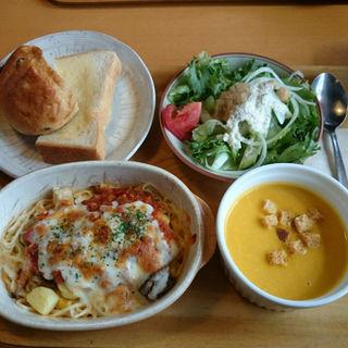 グラタンパスタ(トマトソース)(茶房 ぶれっど )
